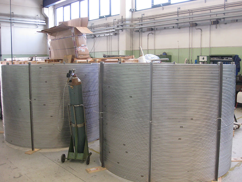 Jacketing line for superconducting cables CIC (Cable-in-conduit)